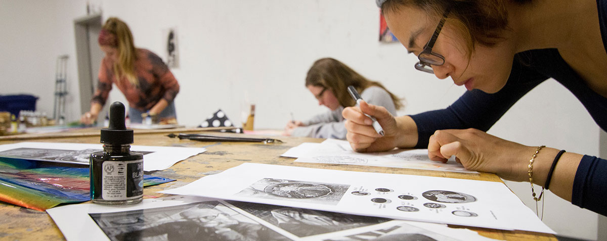 Student working in an Art class